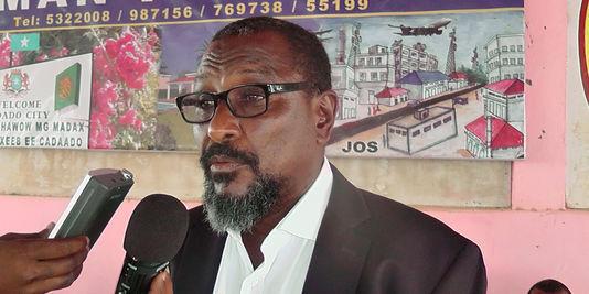 Mohamed Abdi Hussein, lors de l'annonce de sa retraite, le 9 janvier 2013, à Adado (Somalie). © AFP/Abdi Hussein
