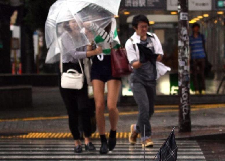 Japon: un des plus puissants typhons de la décennie va frapper l'est du pays