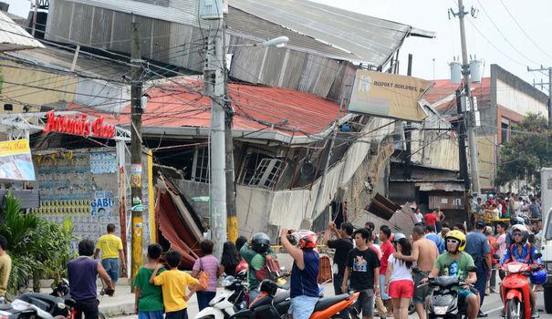 Philippines-séisme: le bilan s'alourdit, 73 morts