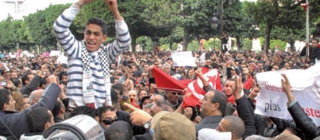Tunisie: le président et le Premier ministre chassés d'une cérémonie en hommage à plusieurs gendarmes tués jeudi par un groupe armé