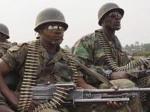 Des FARDC en direction de la ligne de front pour combattre le M23, près de Goma, le 14 juillet 2013. REUTERS/Kenny Katombe