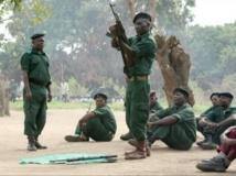 Des combattants de la Renamo en plein entraînement dans les montagnes de Gorongosa (2012). AFP PHOTO / JINTY JACKSON
