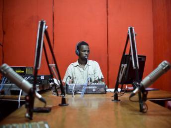 Somalie: les journalistes pris entre les menaces des shebabs et la censure du gouvernement