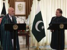 Hamid Karzaï (G), le président afghan et Nawaz Sharif (D), lors d'une conférence de presse à la résidence du Premier ministre pakistanais le 26 août 2013. REUTERS/Mian Khursheed