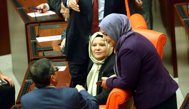 Turquie: les députées voilées au Parlement font la Une de la presse