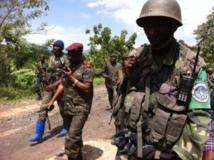 Le général Ilongi conduit la progression de ses troupes à pied vers la ville de Bonaga mercredi, pour éviter que les véhicules puissent être ciblés par le M23. Les bataillons franchiront 24 km à pied jusqu'à Bona. Léa-Lisa Westerhoff / RFI