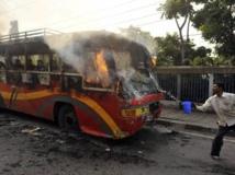 De nombreux véhicules ont été brûlés dans les heurts qui ont suivi la condamnation des deux hommes. REUTERS/Stringer