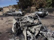 Des camionnettes d'Aqmi touchées par la frappe aérienne française à Diabaly. REUTERS/Joe Penney