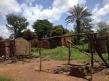 Maisons détruites dans un village des environs de Bossangoa où des violences similaires à celles de Bouar avaient eu lieu en septembre 2013. Laurent Correau / RFI
