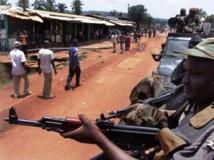 Des combattants de la Seleka en patrouille à Bangui, le 26 mars 2013. REUTERS/Alain Amontchi