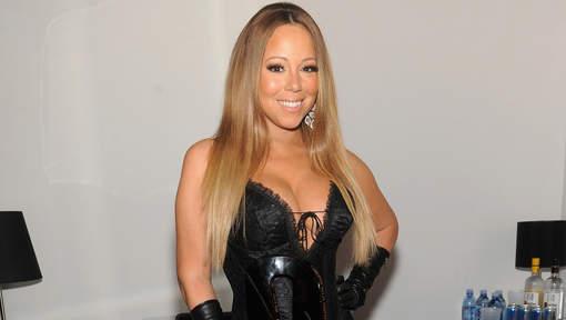 Le décolleté de Mariah Carey sur le point d'exploser