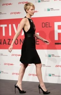 Jennifer Lawrence dévoile un side boobs lors du festival du film à Rome le14 Novembre 2013