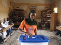 Dans un bureau de vote de Tombouctou, lors du premier tour de l'élection présidentielle au Mali, le 28 juillet dernier. Reuters/Joe Penney