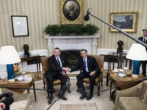 Le roi du Maroc Mohammed VI (g) reçu par le président américain Barack Obama dans le bureau ovale de la Maison Blanche, à Washington, le 22 novembre 2013. AFP PHOTO/Brendan SMIALOWSKI