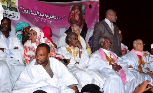 Des militants du parti islamiste Tawasoul, lors d'un meeting à Nouakchott le 21 novembre. AFP PHOTO / STRINGER