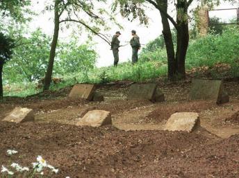 Algérie: les crânes des sept moines de Tibéhirine peuvent être autopsiés