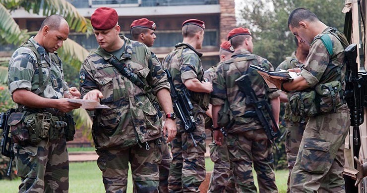 RCA: les premiers renforts français, prépositionnés, attendent le feu vert politique