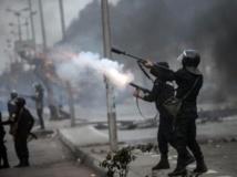 La police égyptienne disperse avec des gaz lacrymogènes des manifestants islamistes, Le Caire, le 29 novembre 2013. AFP PHOTO/MAHMOUD KHALED