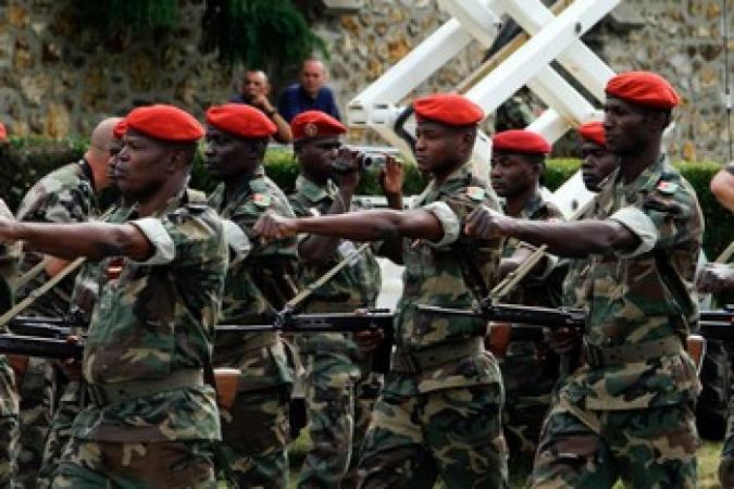 Bérets rouges tués au Mali: un charnier découvert près de Kati