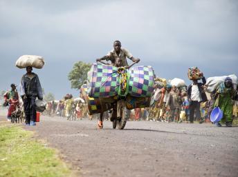 En RDC, la population fuit les zones contrôlées par les groupes rebelles. UNHCR / P. Taggart