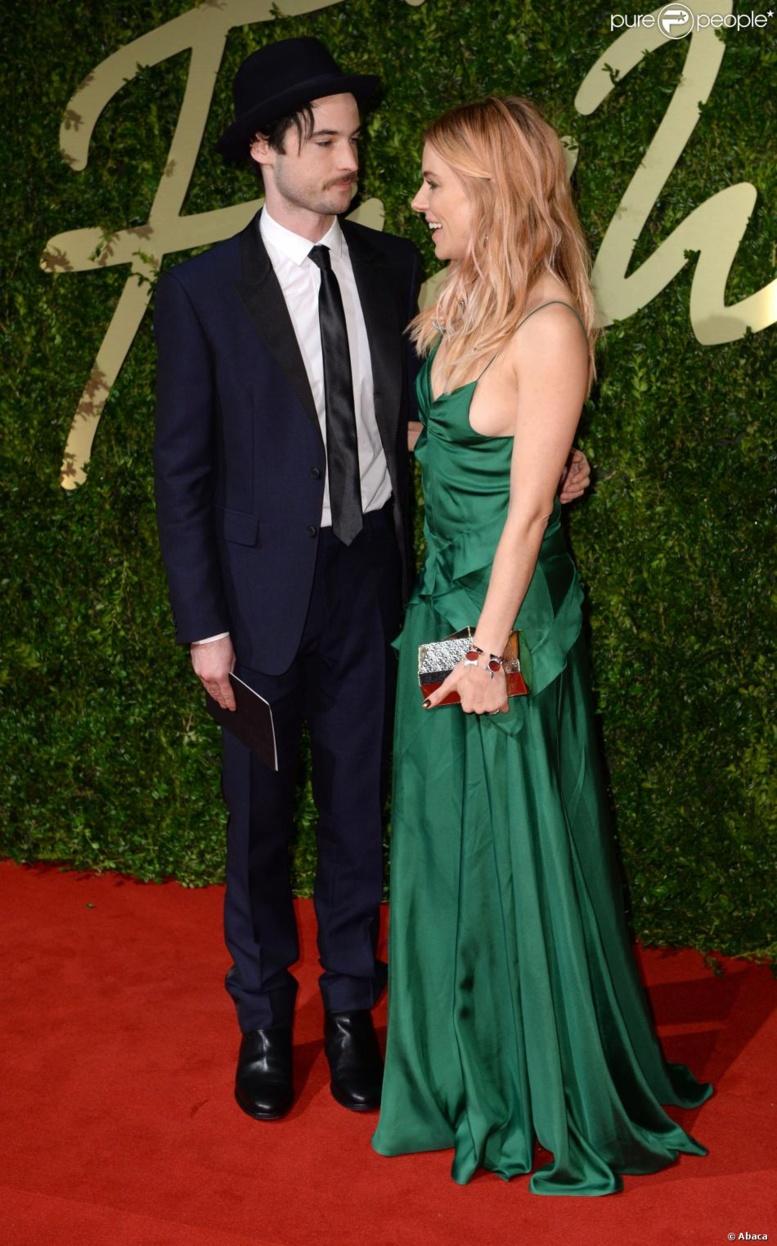 Sienna Miller : Soirée chic avec son amoureux et la divine Yasmin Le Bon