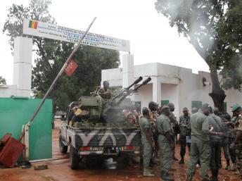 Entrée du camp militaire de Kati, près de Bamako, au Mali, le 3 octobre 2013. AFP PHOTO/HABIBOU KOUYATE