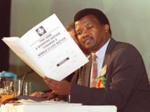 L'opposant Bantu Holomisa, ici en juin 1998, a été l'un des amis les plus proches de Neslon Mandela. AFP