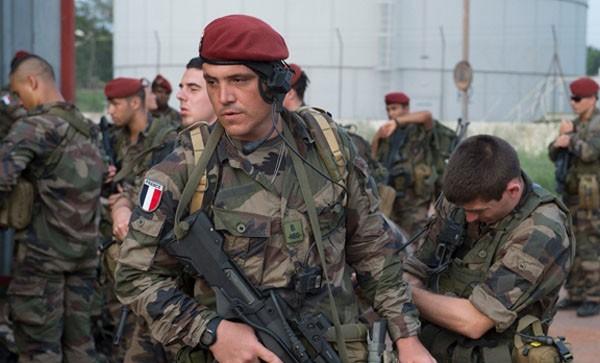 Des militaires français en patrouille à Bangui, Centrafrique, le 8 décembre 2013. REUTERS/Herve Serefio
