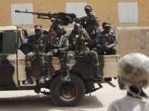 Militaires maliens en patrouille. REUTERS/Joe Penney