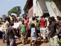 A Bangui, des milliers de déplacés ont trouvé refuge à l'aéroport M'Poko, juste à côté du camp des militaires français. REUTERS/Herve Serefio