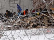 Alors que les ministres des Affaires étrangères de l'UE reçoivent Sergueï Lavrov, à Kiev les opposants au président Viktor Ianoukovitch ne désarment pas. Le parti des Régions, au pouvoir, a demandé au Premier ministre de remanier le gouvernement. REUTERS/Vasily Fedosenko