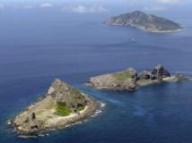 Les trois îles contestées : Uotsuri (de haut en bas), Kitakojima et Minamikojima, appelées îles Senkaku par le Japon et Diaoyu par la Chine. REUTERS/Kyodo