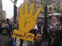 Manifestation des partisans des Frères musulmans et du président déchu Mohamed Morsi au Caire, le 13 décembre 2013. Reuters