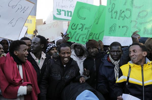 Israël: des migrants africains manifestent pour demander le statut de réfugié