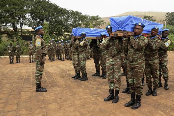 Cérémonie en hommage aux soldats sénégalais tombés au Mali, le 18 décembre. REUTERS/Adama Diarra