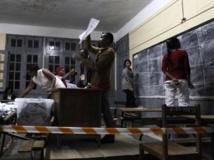 Un bureau de vote d'Antananarivo, le vendredi 20 décembre 2013. REUTERS/Thomas Mukoya