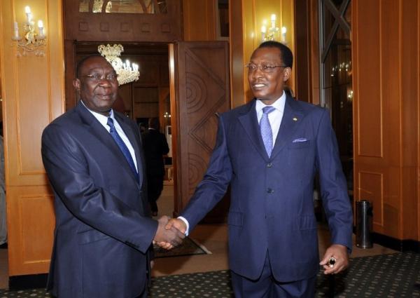 Le président tchadien Idriss Déby Itno (d.) et le président de la transition centrafricaine Michel Djotodia, le 14 mai 2013 à Ndjamena. Pour Gervais Lakosso, c'est sur le plan diplomatique que tout doit se jouer. AFP PHOTO / STR