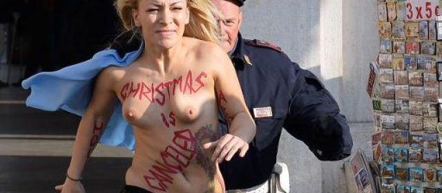 """Rome: une """"Femen"""" se dénude place Saint-Pierre pour l'avortement"""