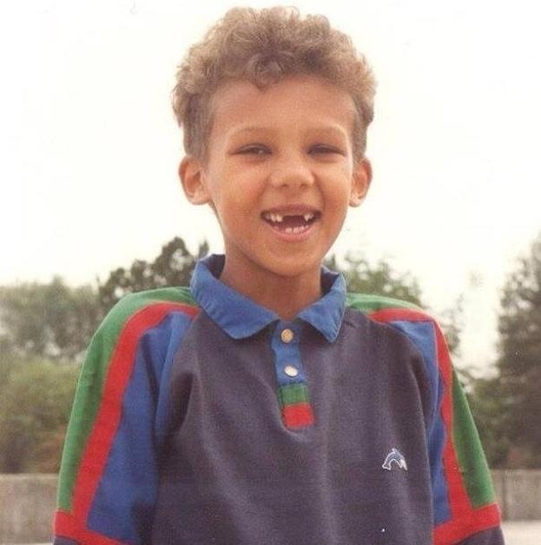 Reconnaissez- vous ce petit garçon trop mignon?