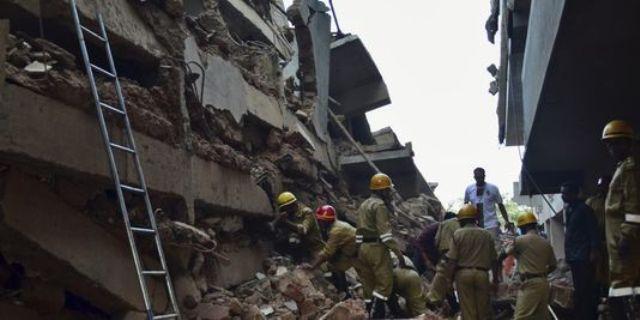 Inde: une vingtaine de personnes pourraient être sous les décombres d'un immeuble