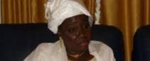 Seynabou Wade se dit gênée de voir  Penda Mbow se transformer en bonne aide de camp de la première Dame