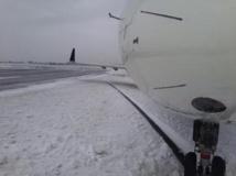 Pistes enneigées et partiellement bloquées à l'aéroport JFK de New York le 5 janvier 2014. Reuters/NBC