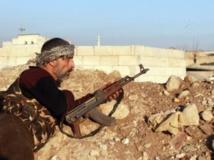 Un combattant rebelle en faction à Alep durant les affrontements avec l'Etat islamique en Irak et au Levant, le 7 janvier 2014. AFP PHOTO / MOHAMMED WESAM / ALEPPO MEDIA CENTRE
