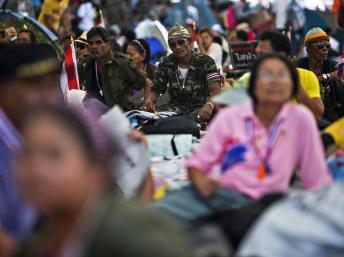 Des manifestants anti-gouvernementaux dans le centre de Bangkok, le 11 janvier 2014. REUTERS/Nir Elias