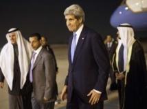 Le secrétaire d'Etat américain John Kerry, arrivant à l'aéroport de Koweït, le 14 janvier 2014. Reuters/Pablo Martinez Monsivais