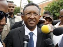 Selon les résultats provisoires, Hery Rajaonarimampianina arrive en tête de la présidentielle malgache avec 53,5% des suffrages. REUTERS/Thomas Mukoya