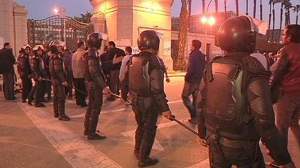 La nouvelle constitution plébiscitée au Caire, malgré les violences