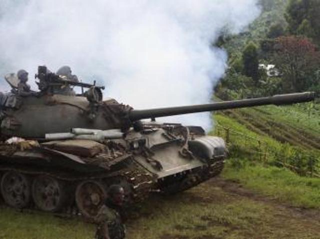 Char de l'armée congolaise lors de l'offensive contre le M23, le 31 octobre 2013. REUTERS/Kenny Katombe