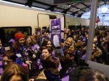 Le « Train de la Liberté », parti des Asturies dans le Nord de l'Espagne, est passé à Valladolid hier et arrivera à Madrid ce samedi. AFP/Cesar Manso