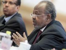 Ismaïl Omar Guelleh, le président djiboutien, a rencontré un responsable de l'opposition, le 1er février 2014. AFP PHOTO / POOL / DIEGO AZUBEL